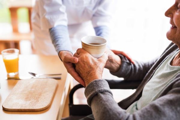 préparation repas personnes âgées franchise services à la personne